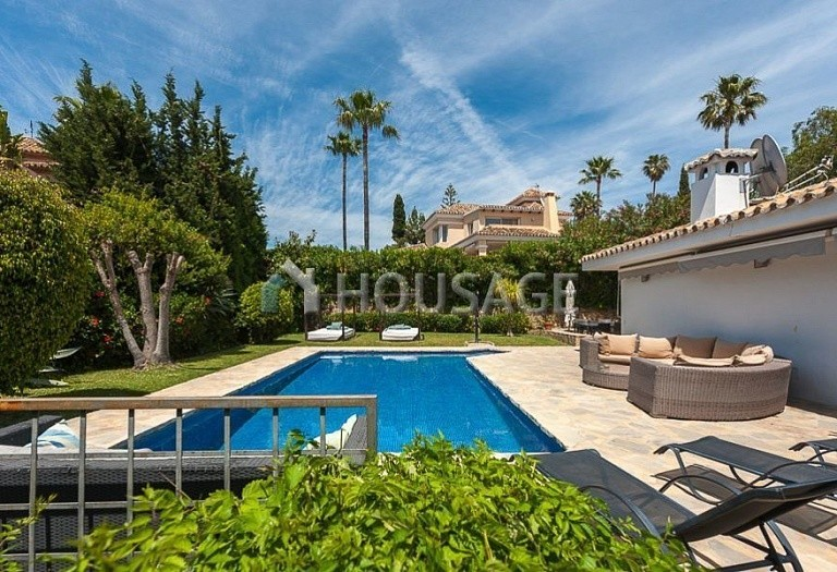 Villa for sale in El Rosario, Marbella, Spain, 246 m² - photo 12