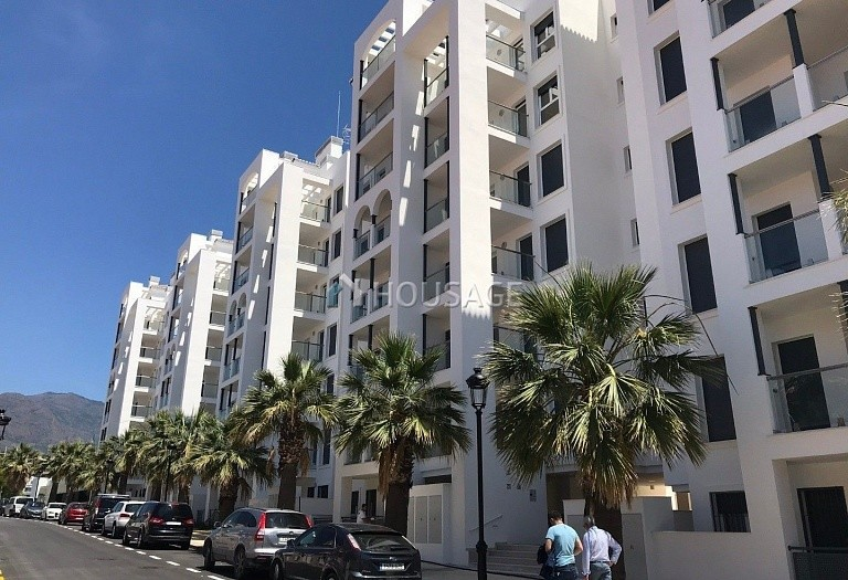 3 bed flat for sale in Estepona, Spain, 88 m² - photo 2