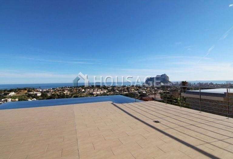 4 bed villa for sale in Calpe, Spain, 395 m² - photo 2