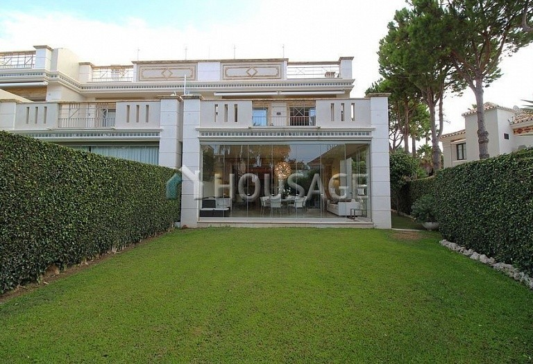 Townhouse for sale in Sierra Blanca, Marbella, Spain, 400 m² - photo 1
