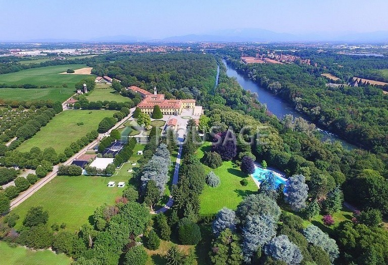 Villa for sale in Milan, Italy, 8000 m² - photo 32
