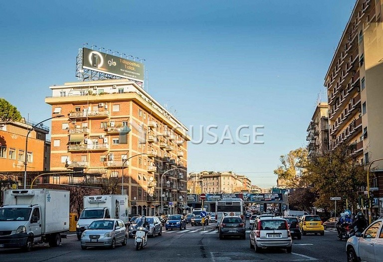 Commercial property for sale in Rome, Italy, 2500 m² - photo 1