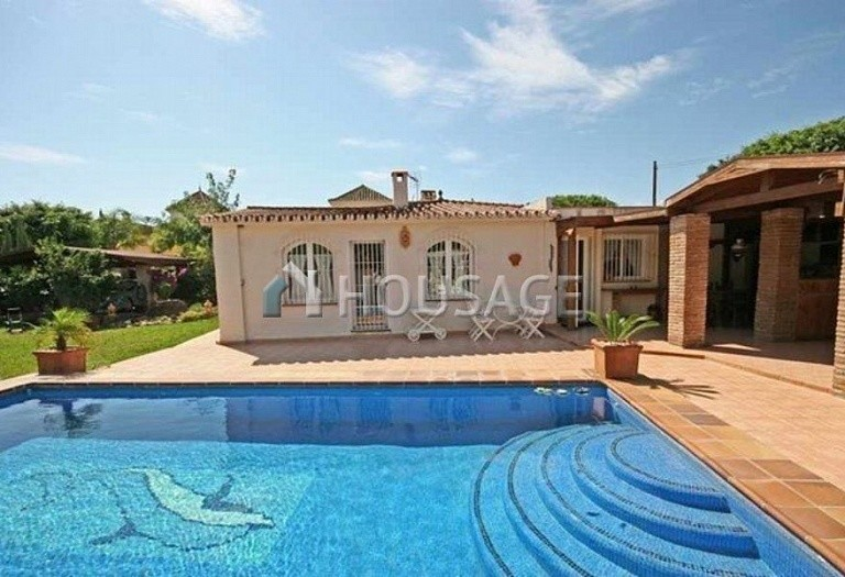 Villa for sale in San Pedro de Alcantara, Spain, 220 m² - photo 2
