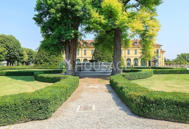 Villa for sale in Milan, Italy, 8000 m² - photo 9