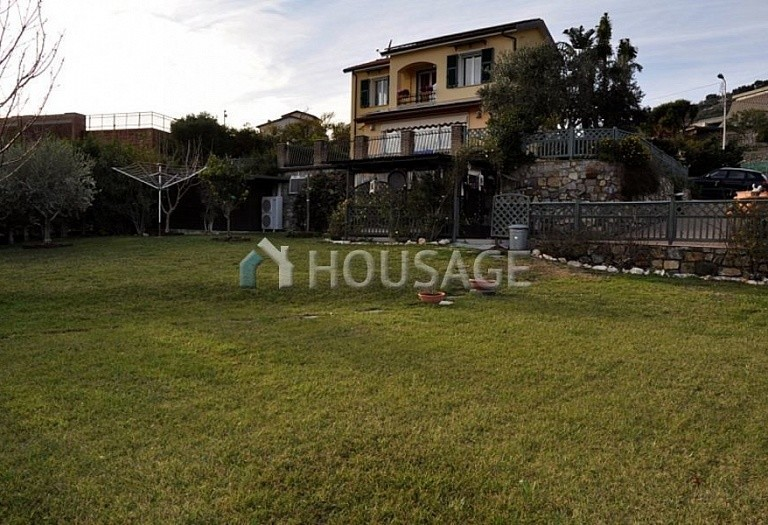 4 bed villa for sale in Cipressa, Italy, 210 m² - photo 4