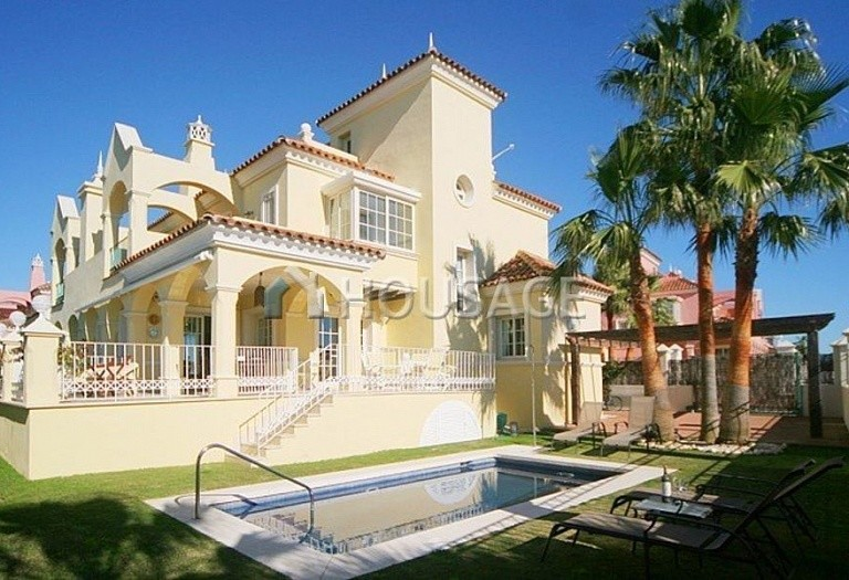Townhouse for sale in Nueva Andalucia, Marbella, Spain, 400 m² - photo 1
