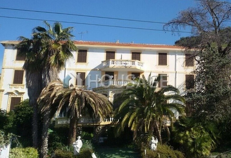 Hotel for sale in Sanremo, Italy, 2000 m² - photo 1