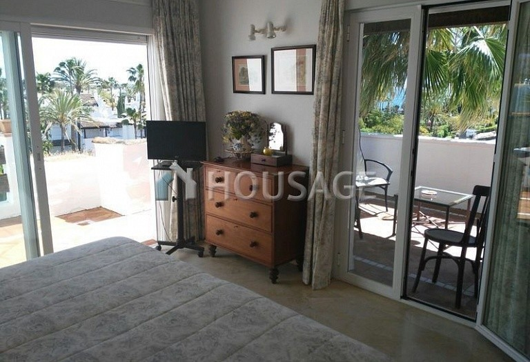 Apartment for sale in Cancelada, Estepona, Spain, 248 m² - photo 2