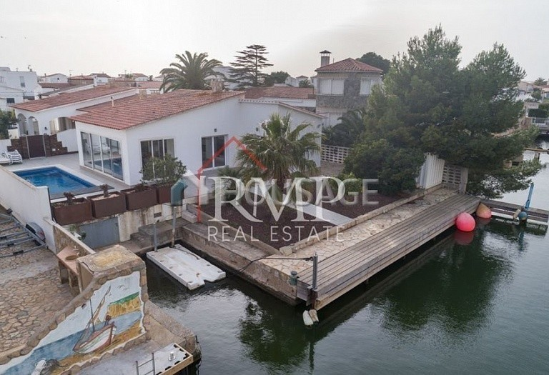 6 bed a house for sale in Rosas, Spain, 260 m² - photo 3