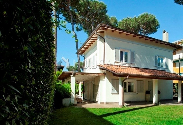 4 bed villa for sale in Forte dei Marmi, Italy, 220 m² - photo 2