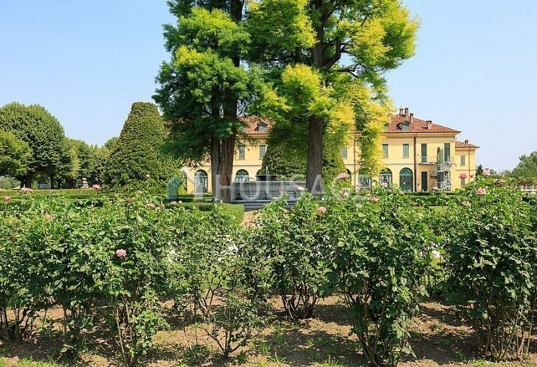 Villa for sale in Milan, Italy, 8000 m² - photo 7