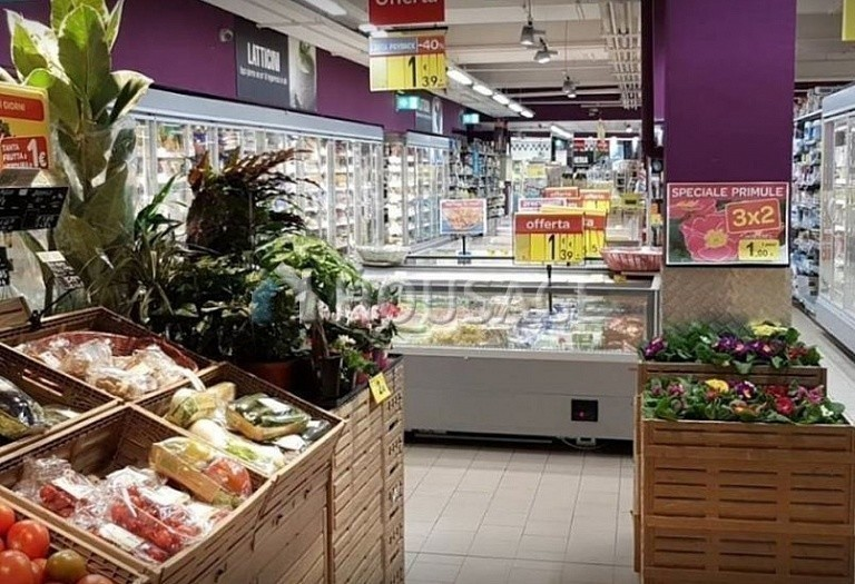 Retail business for sale in Varese, Italy, 5000 m² - photo 3