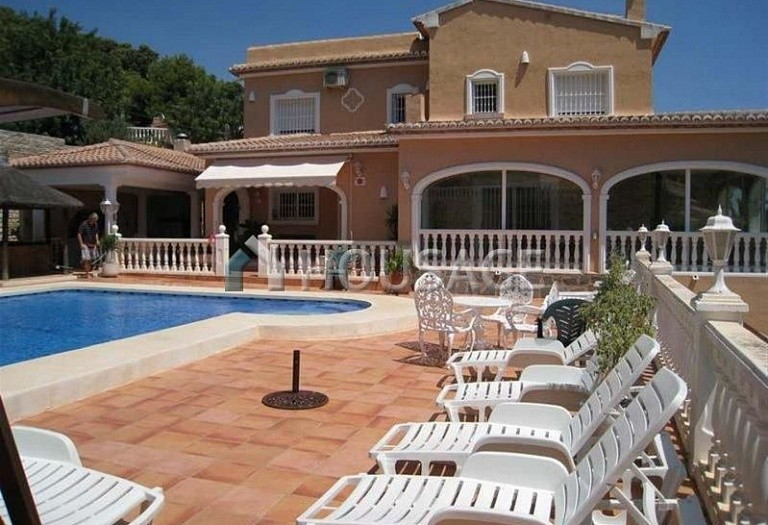 6 bed villa for sale in Calpe, Calpe, Spain, 300 m² - photo 3