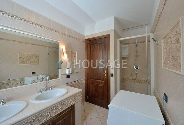 6 bed villa for sale in Diano Marina, Italy, 350 m² - photo 4