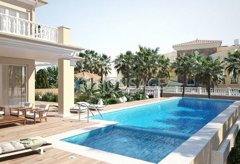 6 bed villa for sale in Calpe, Calpe, Spain, 700 m² - photo 2