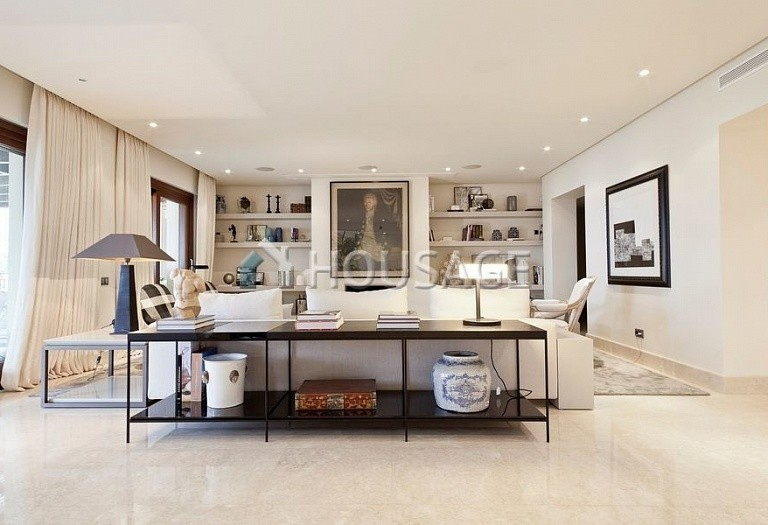 Flat for sale in Los Monteros, Marbella, Spain, 749 m² - photo 3