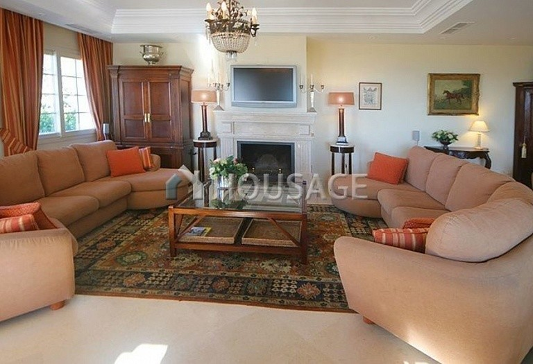 Townhouse for sale in Nueva Andalucia, Marbella, Spain, 400 m² - photo 3