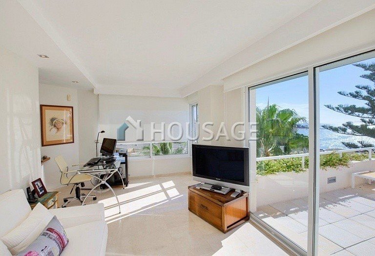 Flat for sale in Los Granados Playa, Estepona, Spain, 595 m² - photo 8