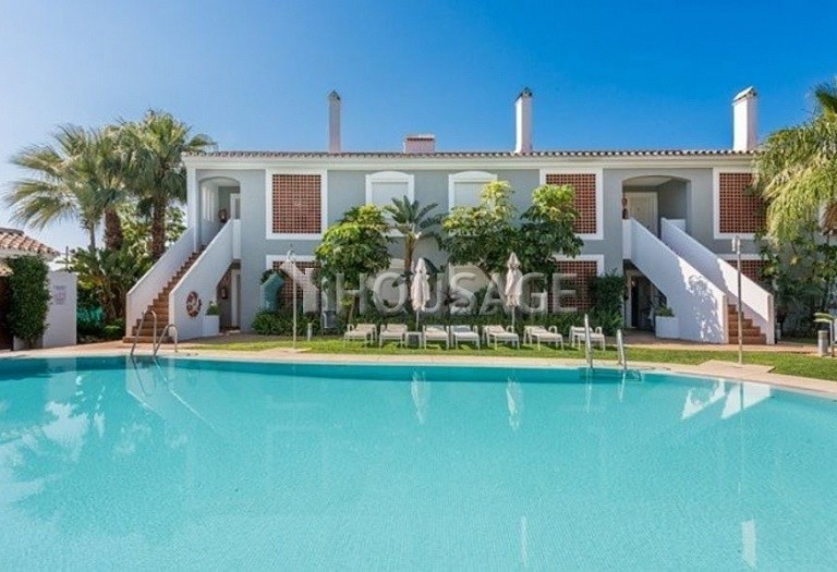 Flat for sale in New Golden Mile, Estepona, Spain, 141 m² - photo 1