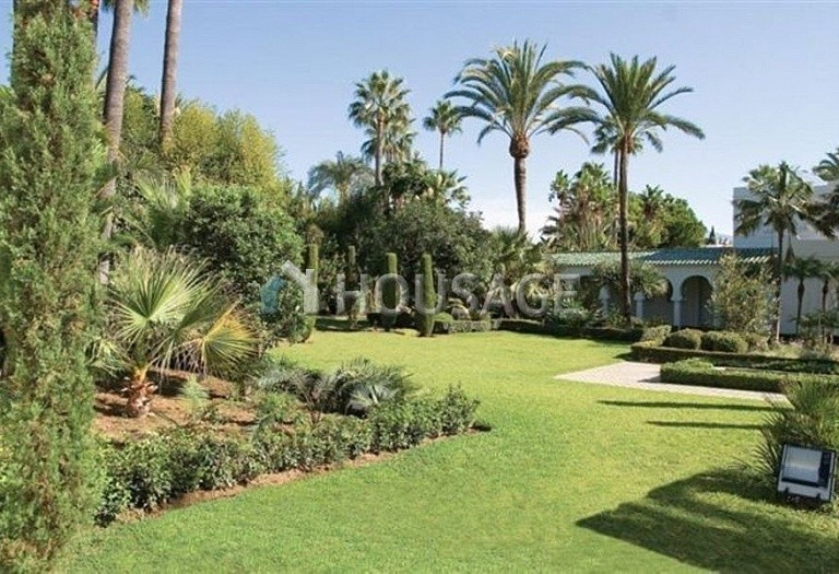 Villa for sale in Guadalmina Baja, San Pedro de Alcantara, Spain, 1278 m² - photo 2