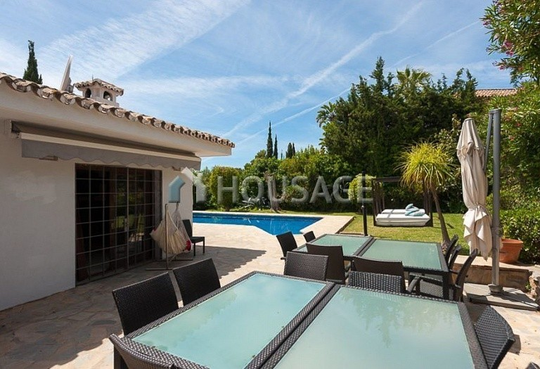 Villa for sale in El Rosario, Marbella, Spain, 246 m² - photo 6