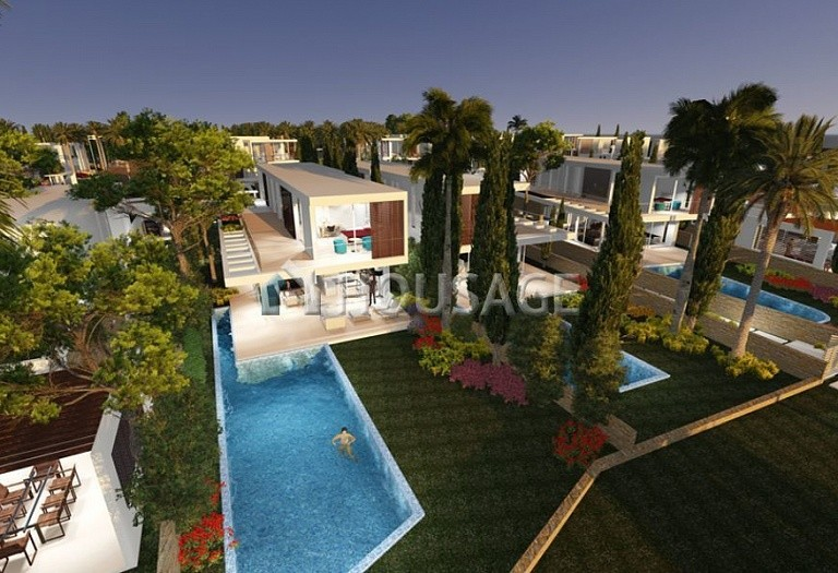 4 bed villa for sale in Coral Bay, Pafos, Cyprus - photo 14