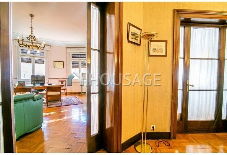 10 bed flat for sale in Barcelona, Spain, 425 m² - photo 9