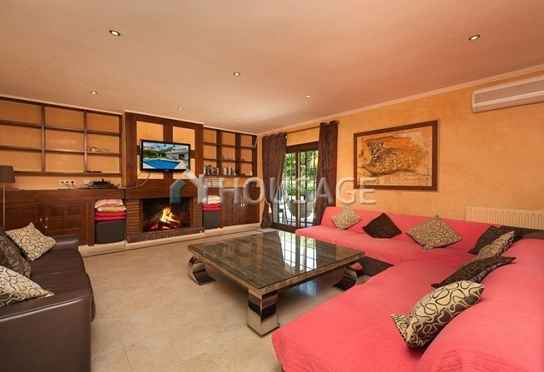 Villa for sale in El Rosario, Marbella, Spain, 246 m² - photo 3
