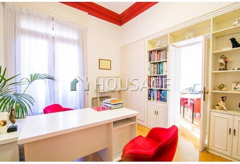 10 bed flat for sale in Barcelona, Spain, 425 m² - photo 18