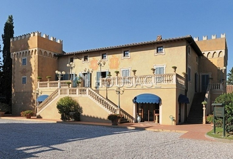 Hotel for sale in Pisa, Italy, 84000 m² - photo 1