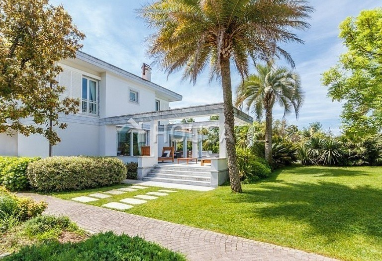 6 bed villa for sale in Forte dei Marmi, Italy, 560 m² - photo 2