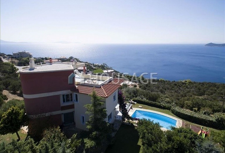 6 bed villa for sale in Agia Marina, Athens, Greece, 400 m² - photo 1