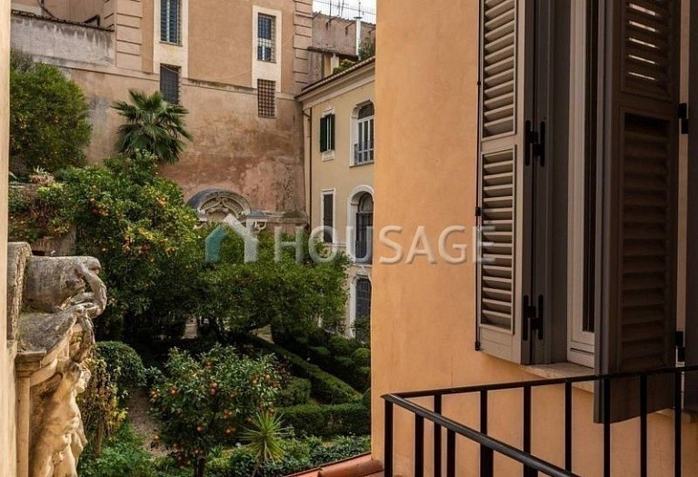 3 bed flat for sale in Rome, Italy, 200 m² - photo 13