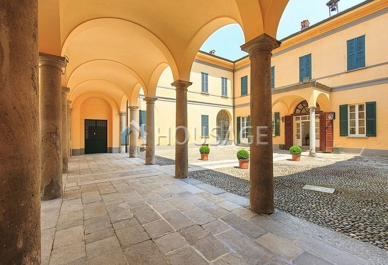 Villa for sale in Milan, Italy, 8000 m² - photo 42
