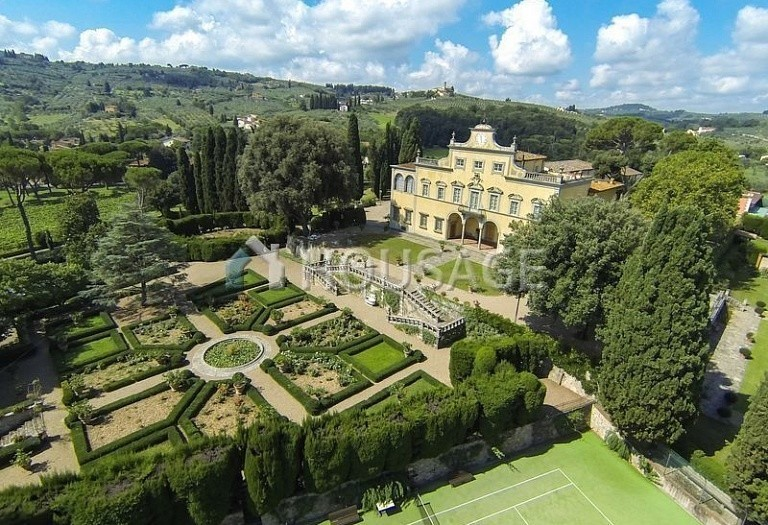 Villa for sale in Florence, Italy, 2800 m² - photo 1