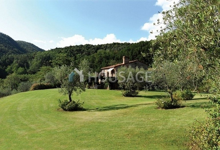 5 bed villa for sale in Montecatini Terme, Italy, 760 m² - photo 2