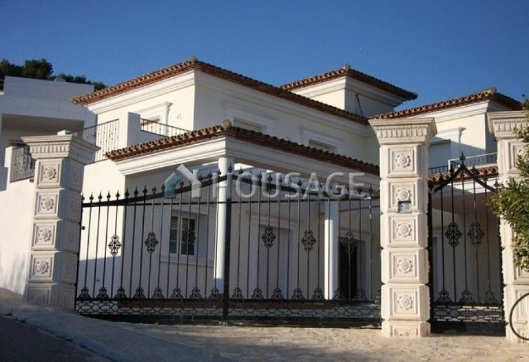 4 bed villa for sale in Calpe, Calpe, Spain - photo 1