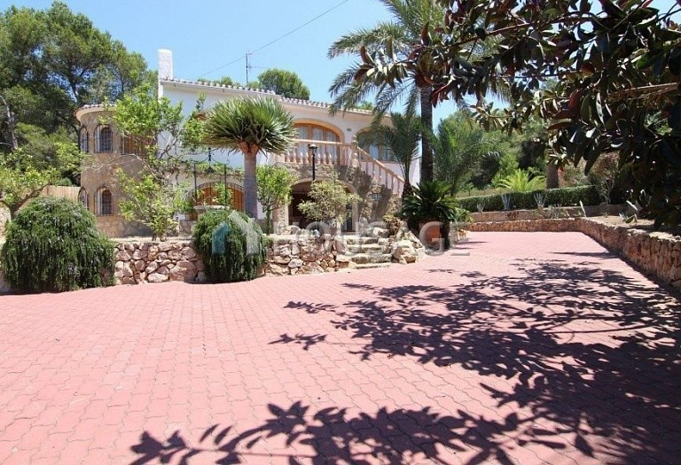 6 bed a house for sale in Javea, Spain, 350 m² - photo 1