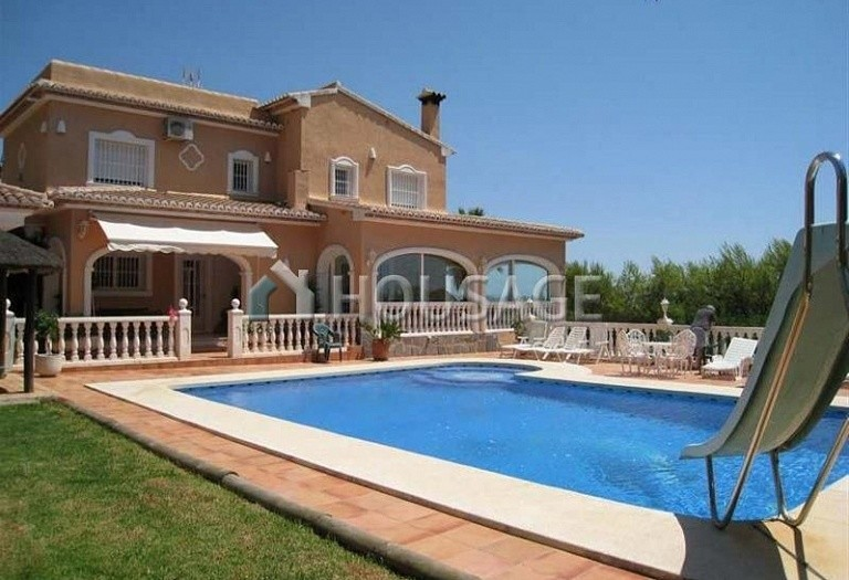 6 bed villa for sale in Calpe, Calpe, Spain, 300 m² - photo 1