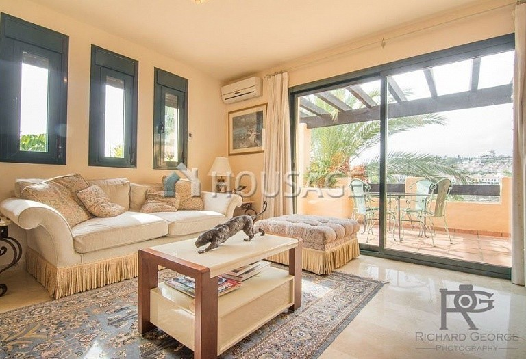Flat for sale in Atalaya, Estepona, Spain, 300 m² - photo 2