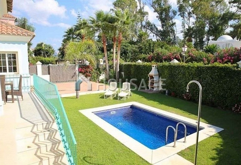 Villa for sale in Puerto Banus, Marbella, Spain, 380 m² - photo 12