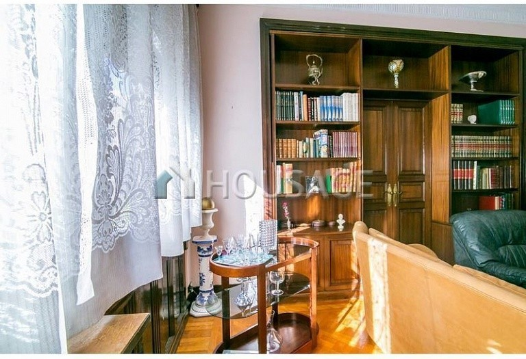 10 bed flat for sale in Barcelona, Spain, 425 m² - photo 12