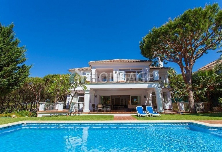Villa for sale in Las Chapas, Marbella, Spain, 720 m² - photo 1