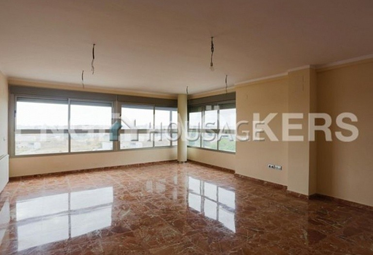 3 bed flat for sale in Manises, Spain, 177 m² - photo 2