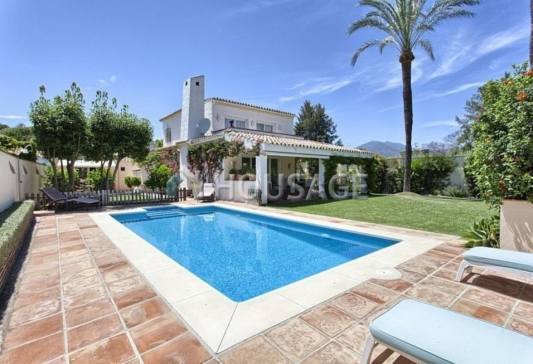 Villa for sale in Nueva Andalucia, Marbella, Spain, 366 m² - photo 1