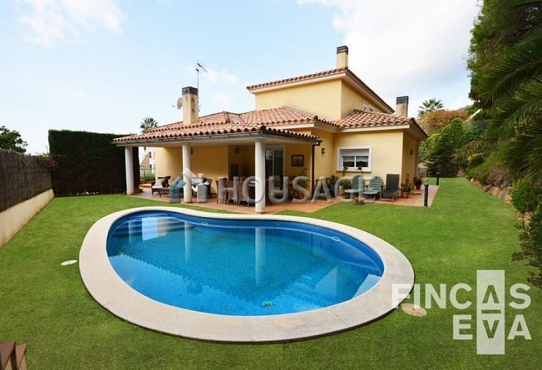 5 bed villa for sale in Premia de Dalt, Spain, 438 m² - photo 1