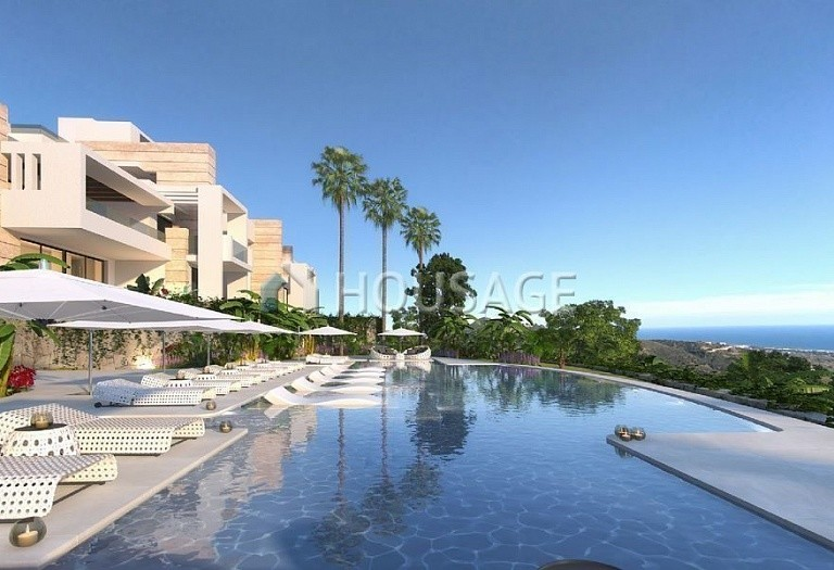 3 bed flat for sale in Marbella, Spain - photo 1