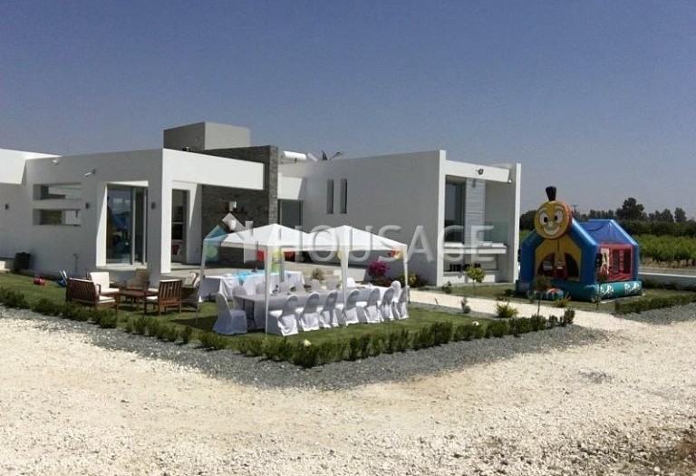 4 bed villa for sale in Timi, Pafos, Cyprus - photo 1