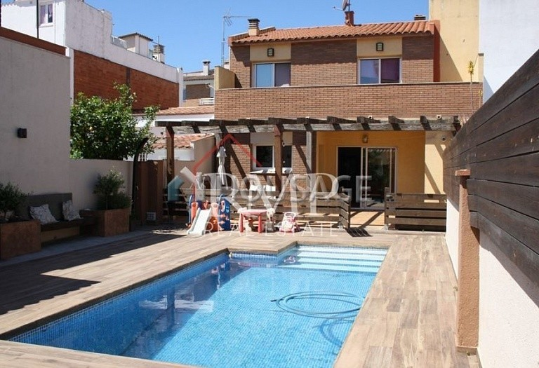4 bed townhouse for sale in Pineda de Mar, Spain, 156 m² - photo 1