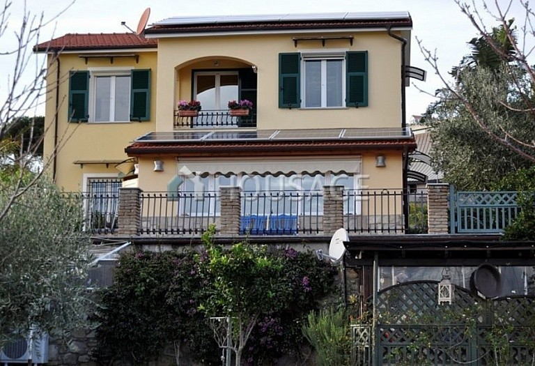 4 bed villa for sale in Cipressa, Italy, 210 m² - photo 5